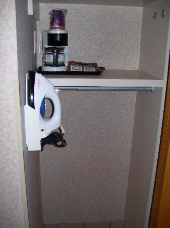 Comfort Inn Newport News/Williamsburg East: Coffeemaker and iron in one half of the large sliding closet