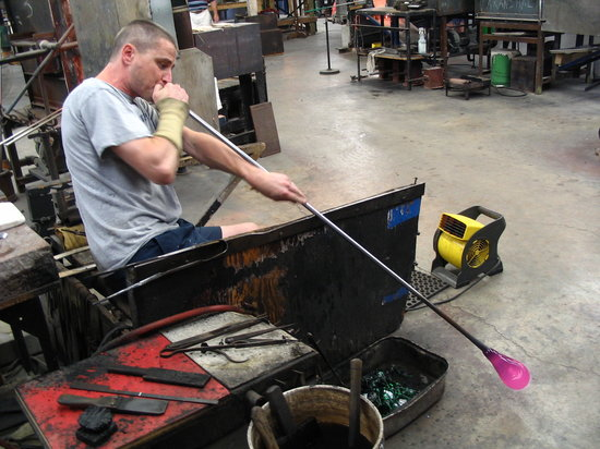 Pairpoint Glass Works : Glass blowing