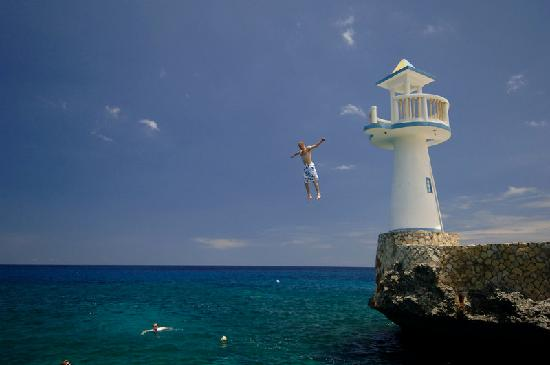 Negril Escape Resort & Spa: Lighthouse jump