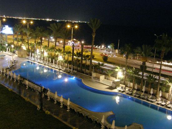 Porto Bello Hotel Resort & Spa: Swimming pool at night