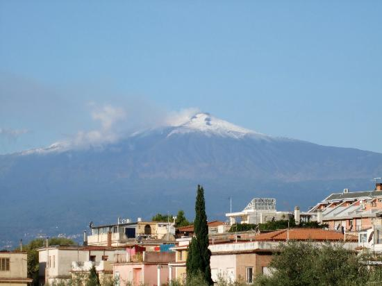 Hotel Villa Kristina: Mount Etna from our room