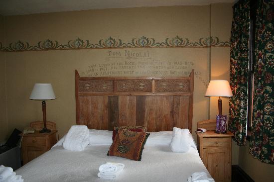 McMenamins Hotel Oregon: Queen Bed Room