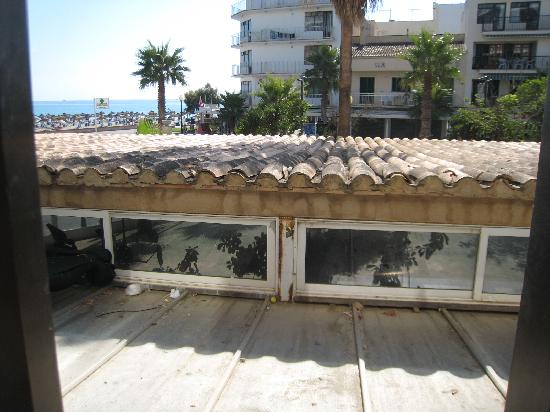 Playa Moreia Apartments : I'm a Customer Get Me Out of Here!