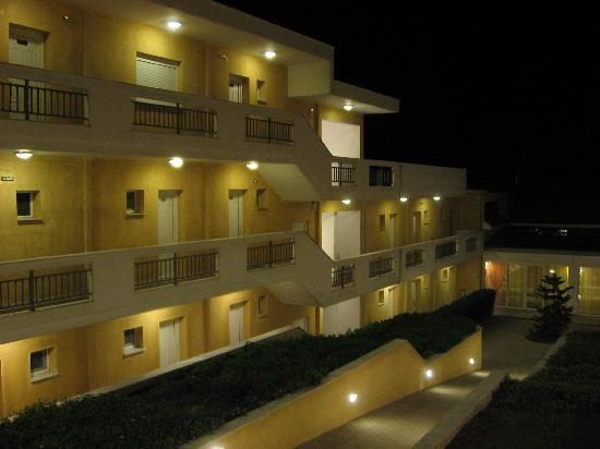 Pachis, Greece: Hotel @ night