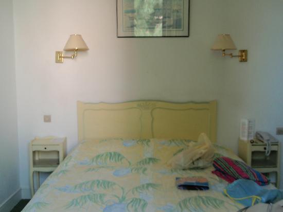 Hôtel Beau Site : Bed