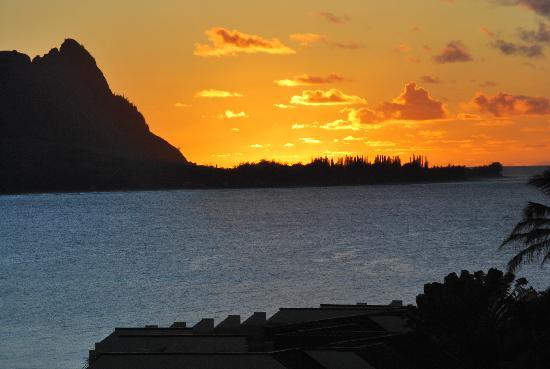 Hanalei Bay Resort: Sunset as seen from the lanai of 3105