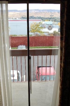 Red Lion Hotel Wenatchee: Window view - parking