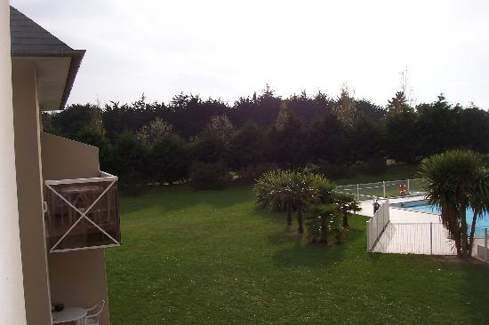 Saint-Briac-sur-Mer, France: Le golf se trouve a 100m a l'arrière de l'hotel