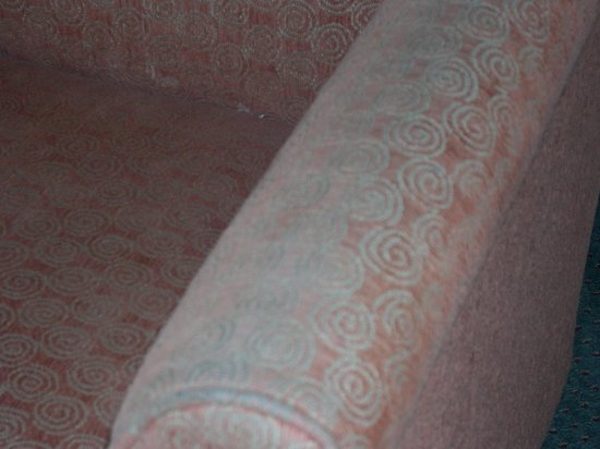 Motel 6 Dallas Fair Park : old disgusting stained chair