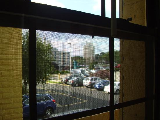 La Quinta Inn Pittsburgh Airport: View from window (the windows open)