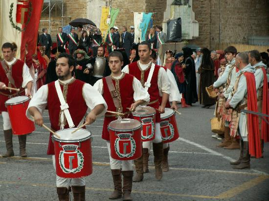 Мачерата, Италия: Medieval pageant in San Ginesio