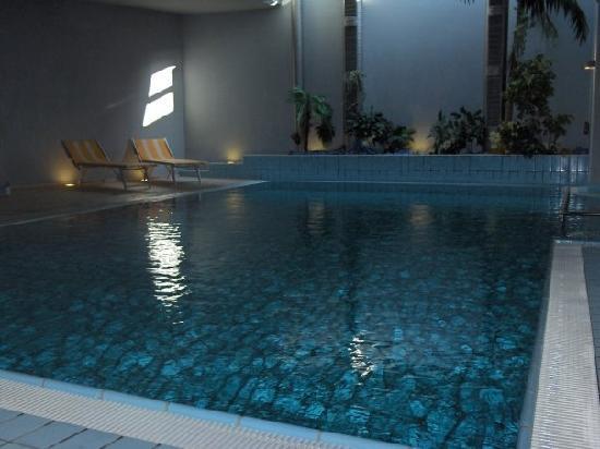 Piscina al coperto foto di alp cron moarhof hotel - Hotel valdaora con piscina ...