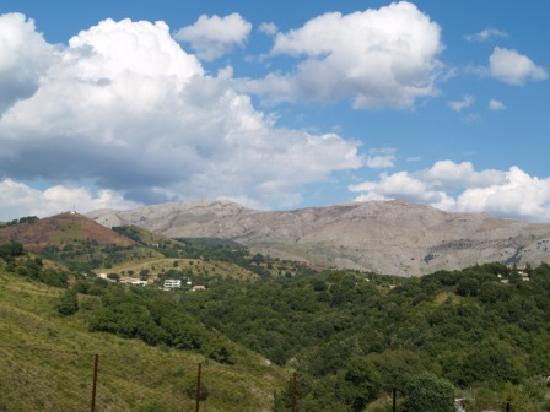 Hotel GeNova : Hills behind Scalea