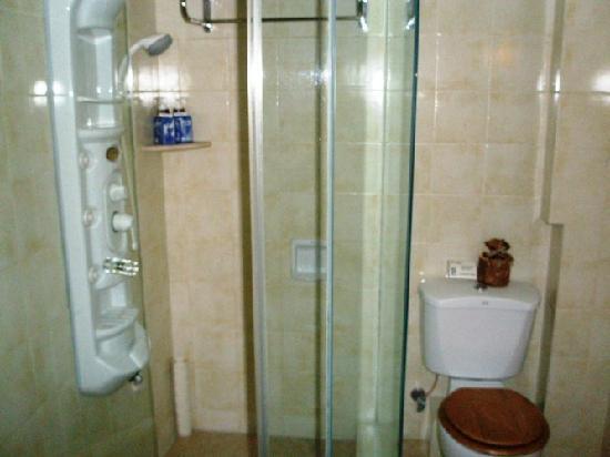 Pousada de Mong-Ha : Toilet & Shower