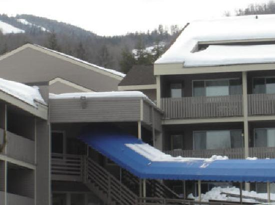Fall Line Condominiums at Sunday River: Fall Line Front of Building