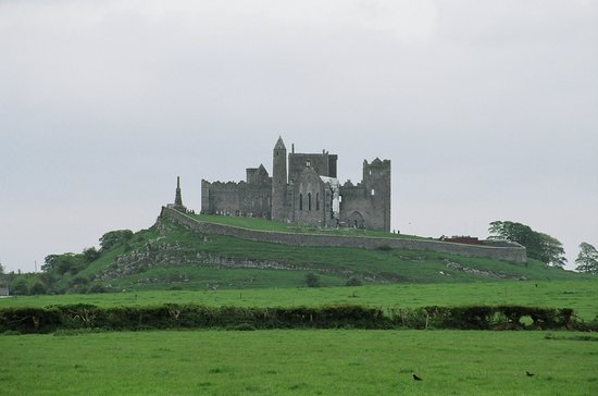 Rocca di Cashel: Approach from the North