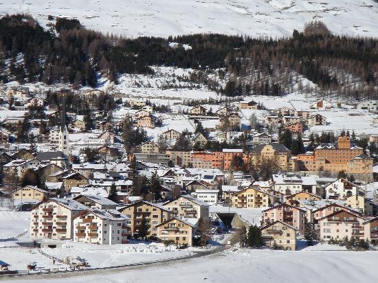 Zuoz village