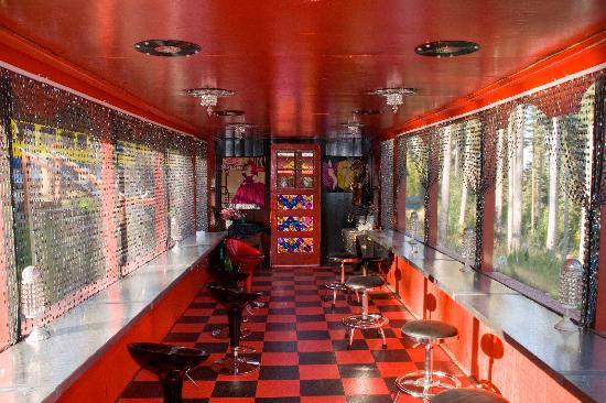The Aurora Express: Vagon bar