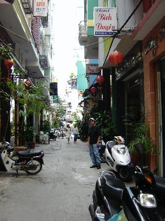 Bich Duyen Hotel: clean, safe lane