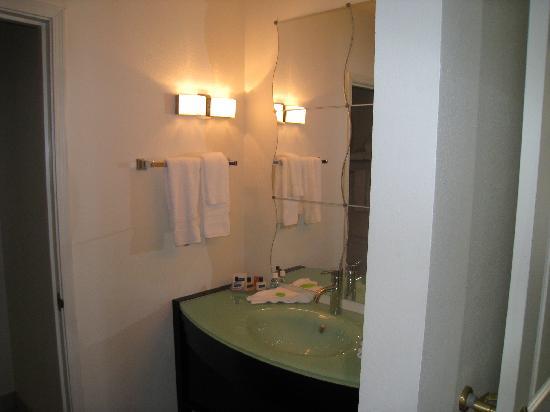 Hotel Extended Studio - Bathroom