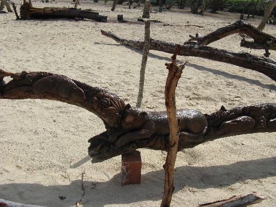 Guardalavaca Beach: more carvings