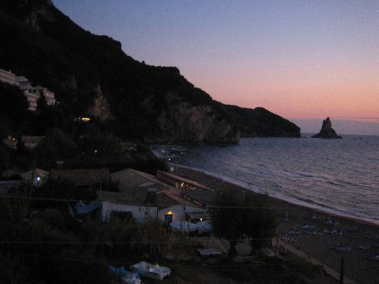 Sea Breeze Family Beach Hotel: Agios Gordios bay at sunset