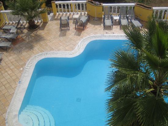 Sea Breeze Family Beach Hotel: Pool area
