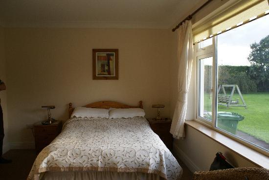 das schlafzimmer mit bett - picture of evergreen b&b, malahide, Schlafzimmer