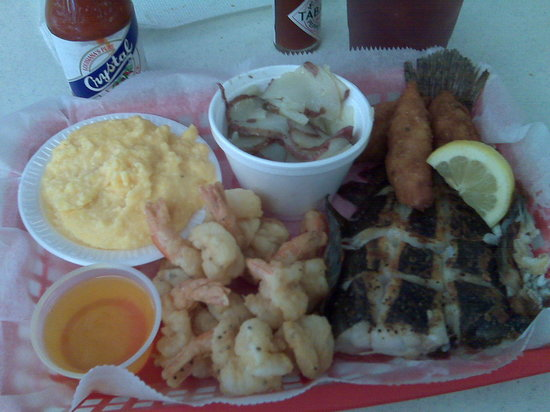 Posey's Steam Room & Oyster Bar: Fried Shrimp and Grilled Flounder Special