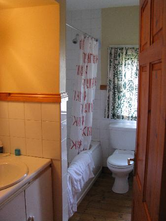 Old Killarney Village: Main bathroom of type D single cottage. It had a full tub/shower.