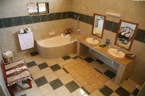 Mara Leisure Camp : bathroom