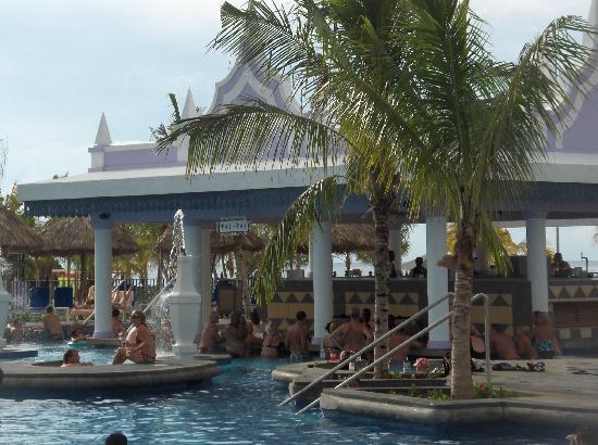 Hotel Riu Montego Bay: Beautiful Pool with Swim-up Bar