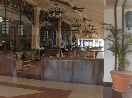 Hotel Riu Montego Bay: Gorgeous Main Lobby and Reception Area