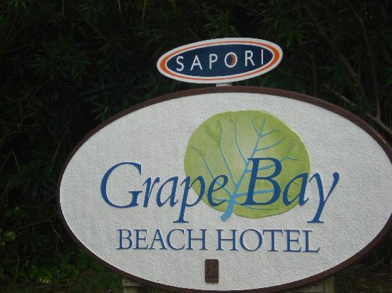 Grape Bay Beach Hotel: Sign on the road