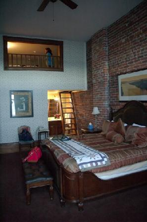 The Belmont Inn: We loved the loft & the high brick walls!