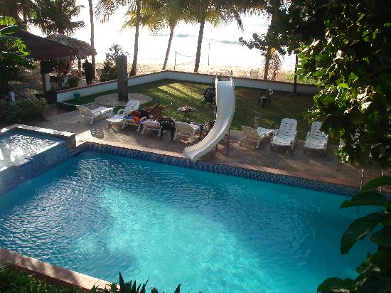 Trinidad og Tobago: Pool at hotel