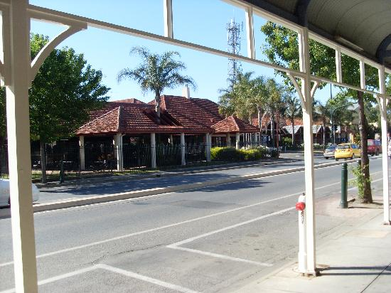 Nuriootpa, ออสเตรเลีย: Front of Vine Inn from Murray Street