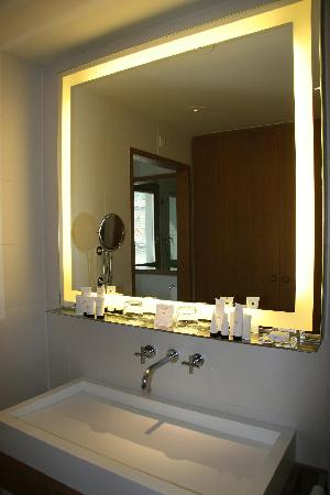 Model CE IP44 Hotel Bathroom Mirror With Led Lightsin Bath Mirrors From