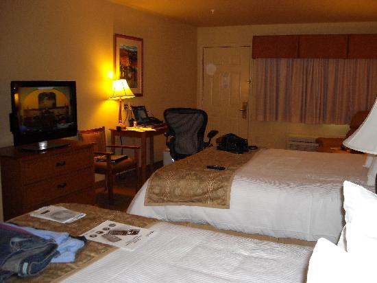 BEST WESTERN San Isidro Inn: Room 225 - View of 2nd entrance, table, TV, and sitting chair