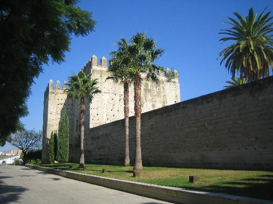 La Fonda Barranco: The wall of the Alcazar in Jerez