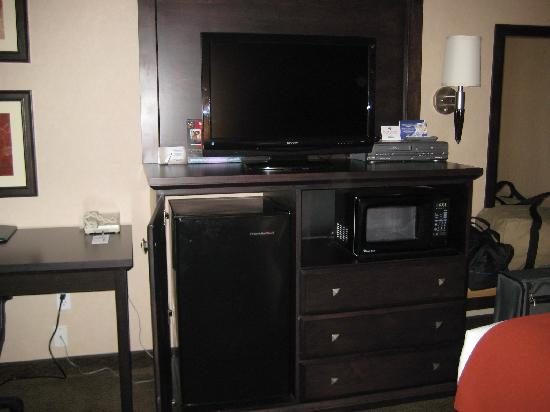 Holiday Inn Express Medford: Flat screen TV, refrigerator & microwave