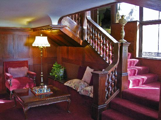 Cedar Gables Inn: The entry