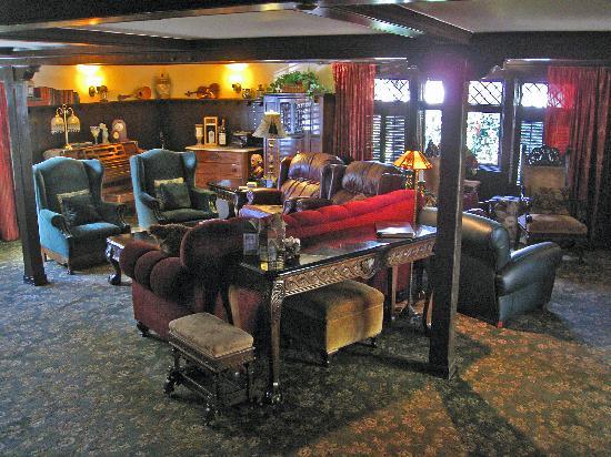 Cedar Gables Inn: The tavern