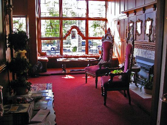 Cedar Gables Inn: Lovely sitting room