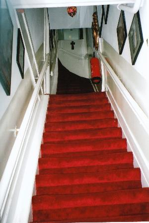 Boogaard's Bed and Breakfast: The Red Stairs