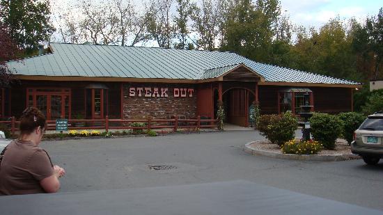 Hampton Inn Brattleboro : Steak Out restaurant nearby