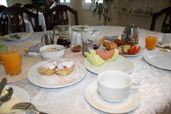 Villa Renos: The great breakfast