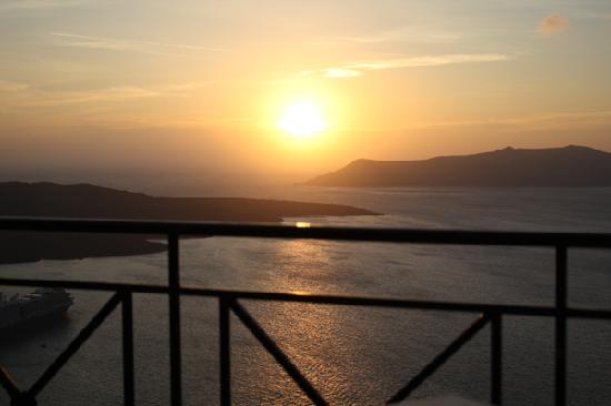 Villa Renos: Beautiful sunset from our balcony