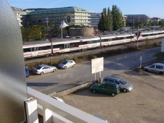 Hotel Caprici: cote gare prise du balcon