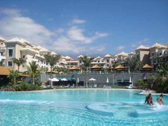 Gran Melia Palacio de Isora Resort & Spa: The pool is 1km long !!